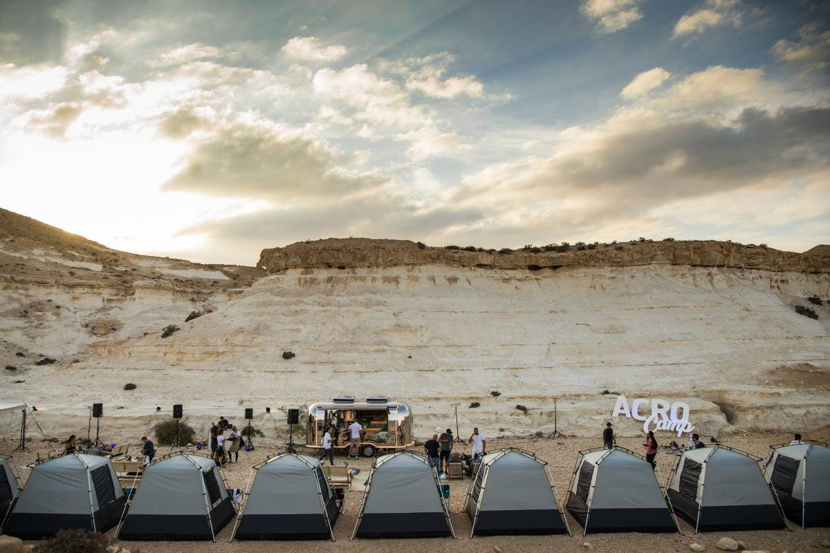 גלמפינג במדבר אירוע עסקי עם ליזי סולומון
